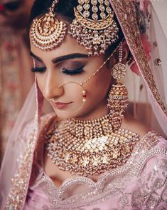 The Indian Bride is synonymous with many things, and Indian bridal jewellery is certainly one of them! If you're gearing up for your wedding, check out these jewellery pieces for inspiration on what to buy! Hd Bridal Makeup, Bridal Makeup Looks, Indian Bridal Makeup, Bridal Beauty, Bridal Looks, Wedding Jewelry Simple, Indian Wedding Jewelry, Bridal Jewelry Sets, Bridal Sets