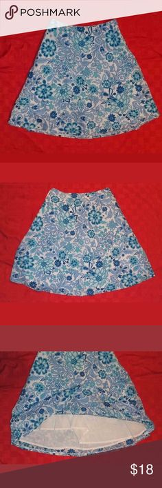 """Gap A-Line Skirt Size 0 This is pre-owned in good condition. There are no holes or stains.  Waist: 27"""" Length: 22"""" GAP Skirts Midi"""