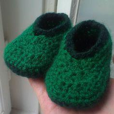 franzia87 Kleine Häkelarbeit. Selbstgemachte Babyschuhe. #crochet #crochetlove #crocheting #crochetinspiration #handmade #love #hobby #instacrochet #ilovecrochet #häkeln #babyschuhe #babyschuhegehäkelt #grün #green #baby #ssw30 #babyboy #rainyday #ichliebegrün #lovemynewshoes #babyshoes  #loveit #happy #fun #süß #DIY