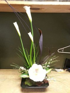 White flower arrangement for wedding and events