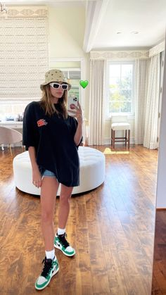 Mode Outfits, Trendy Outfits, Fashion Outfits, Celebrity Outfits, Celebrity Style, Kendall, Kylie, Hailey Baldwin Style, Fashion Killa
