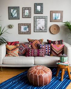 46 Cozy Relaxing Moroccan Living Room Decoration Ideas - Page 39 of 48 Moroccan Decor Living Room, Morrocan Decor, Boho Living Room, Cozy Living Rooms, Living Room Furniture, Living Room Decor, Moroccan Bathroom, Moroccan Theme, Bohemian Living