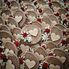 Diy Burlap Flowers, Simple Step By Step - Diy Crafts - Marecipe Wedding Favours Magnets, Wedding Favors, Wedding Gifts, Burlap Flowers, Diy Flowers, Burlap Crafts, Diy And Crafts, Burlap Mason Jars, Wedding Centerpieces Mason Jars