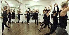 Bei aller Anstrengung darf der Spaß nicht zu kurz kommen. Das Barre-Workout macht dich fit mit Ballett- und Pilates-Elementen