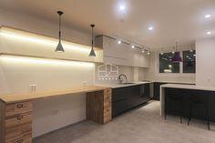 Scandinavian style kitchen by 홍예디자인 scandinavian Scandinavian Style, Corner Desk, Interior Design, Kitchen, Inspiration, Furniture, Home Decor, Display, Kitchens
