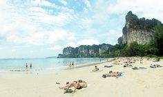 Located Near Anyavee Railay Resort, Railay (Thai: อ่าวไร่เลย์), also known as Rai Leh, is a large peninsula between the city of Krabi and Ao Nang in Thailand. Krabi, Philippines Destinations, Top Travel Destinations, Travel Tips, Railay Beach, Famous Beaches, Last Minute Travel, Natural Scenery, Destin Beach