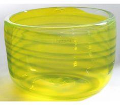 Bol jaune avec des bandes bleues bol jaune par ElliottGlassArt, $60.00