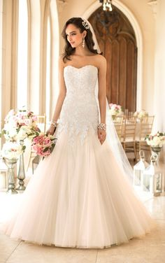 Stella York's sexy strapless sweetheart dress has Lace on Tulle on a full and flowing skirt. (Style 5885)