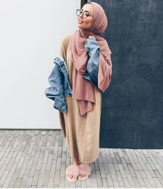 30 Cute Hijab School Outfits for Muslim Teen Girls Street Hijab Fashion, Abaya Fashion, Modest Fashion, Fashion Outfits, Fashion Fashion, Womens Fashion, Hijab Fashionista, Muslim Women Fashion, Islamic Fashion