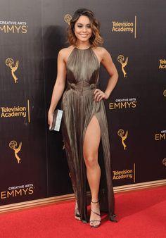Creative Arts Emmy Awards  2016 : Vanessa Hudgens en Maria Lucia Hohan et sandales Stuart Weitzman