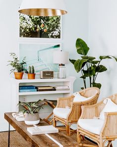 "Glitter Guide on Instagram: ""On this week's edition of Friday Finds, the Charleston home tour we can't stop pinning, a frosé recipe to try this weekend, and more! Check…"""
