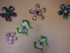 flores e borboletas de garrafa pet
