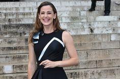 Pin for Later: Jennifer Garner Gets All Dolled Up For Paris Fashion Week