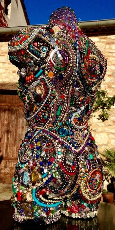 Old Jewelry Crafts, Recycled Jewelry, Jewelry Art, Recycled Art Projects, Diy Sewing Projects, Mannequin Art, Altered Book Art, Mosaic Designs, Button Art