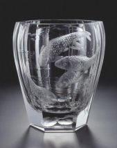Hand cut and engraved vase Wish Box 550, motif Fishes