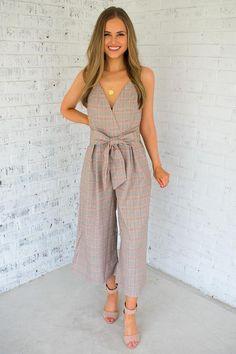 The Rachel Jumpsuit Estilo Casual Chic, Casual Chic Style, Trendy Dresses, Fashion Dresses, Look Fashion, Girl Fashion, Classy Outfits, Casual Outfits, Elegant Outfit