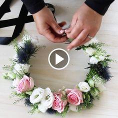 Bind en vacker midsommarkrans - Tips och inspiration - Interflora Floral Wreath, Hair Beauty, Wreaths, Table Decorations, Diy, Inspiration, Home Decor, Biblical Inspiration, Flower Crowns