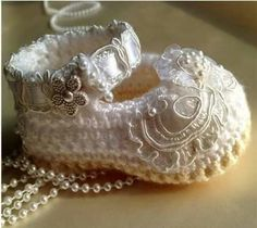 Cute, use lace from moms wedding dress!