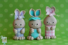 Cute Bunny Tutorial for Sugar Paste or Fondant by Sugar High, Inc. Polymer Clay Animals, Cute Polymer Clay, Cute Clay, Fimo Clay, Polymer Clay Projects, Clay Crafts, Cupcake Toppers, Fondant Toppers, Fondant Bow