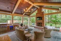 We're leaving the cooking location today, as well as additionally right into the screened in porch. I'm sharing screened in porch ideas on specifically just how to benefit from a tiny budget. Outdoor Screen Room, Outdoor Rooms, Outdoor Dining, Outdoor Ideas, Outdoor Kitchens, Indoor Outdoor, Outdoor Living Areas, Living Spaces, Living Room