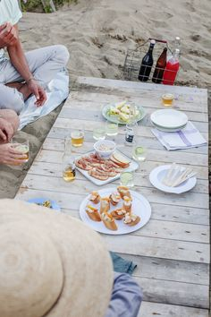 Scopri 10 sfiziosi piatti freddi, facili da preparare e semplici da trasportare, che Sale&Pepe ha selezionato appositamente per gli amanti dei picnic.