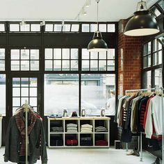 i want my closet to look like a boutique shop Retail Interior, Interior And Exterior, Interior Design, Boutique Decor, A Boutique, Retail Stories, Closet Colors, Black Brick, Retail Merchandising