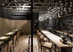 ilia estudio interiorismo: Cafetería de día y bar de copas de noche, Origo en Bucarest