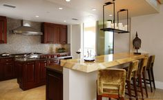 Stunning onyx worktops – unique kitchens with a great look - Decoration 4 Dark Wood Kitchens, Cherry Kitchen, Kitchen Gallery, Contemporary Kitchen Design, Kitchen Pictures, Kitchen Countertops, Kitchen Cabinets, Kitchen Colors, Plans