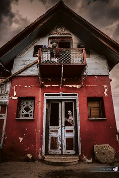 #clown #spooky #house #photography #red #broken_door #evil_smile #colorful_house #balkonie #roof #attic #windows #clothes