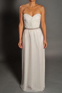 Vestido de novia en tul palabra de honor modelo 356 by Veneno en la piel | Boutique Clara. Tu tienda de vestidos de fiesta.