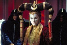 Natalie Portman in Star Wars: Episode I - The Phantom Menace Reina Amidala, Queen Amidala, Star Wars Film, Star Wars Art, Natalie Portman Star Wars, Star Wars Padme, Anakin And Padme, Star Wars Outfits, The Phantom Menace
