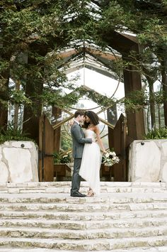 Earthy wedding inspiration at The Wayfare Chapel | Photo by Brian Tropiano Photo | Read more - http://www.100layercake.com/blog/?p=76635