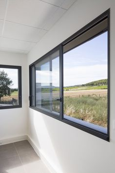 15 Minimalist Window Design Ideas for You to Realize in Your Home Minimalist house is a house that has a simple appearance, elegant, and modern for both exterior and interior. Sliding Window Design, Modern Window Design, House Window Design, Window Grill Design, House Design, Aluminium Windows And Doors, Upvc Windows, Sliding Windows, Interior Windows