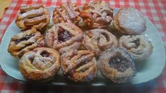 Meggyes pite muffin Spider Girl, Onion Rings, Fruit Recipes, Muffin, Pie, Breakfast, Ethnic Recipes, Food, Candy