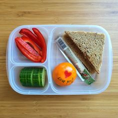 Quick and easy lunchbox ideas with a sweet fruit note || packed in #EasyLunchboxes container