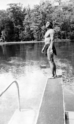 Johnny Weissmuller, Tarzan film star and Olympic swimmer, takes in Wakulla Springs. (1941) | Florida Memory