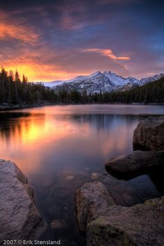 A favorite spot in Rocky Mountain National Park, Estes Park, Colorado. Bear Lake, Rocky Mountain National Park Find more at www. Art Soleil, Beautiful World, Beautiful Places, Beautiful Pictures, Beautiful Sunset, Landscape Photography, Nature Photography, Photography Tips, Photography Tutorials
