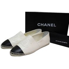 Pre-owned Chanel White Leather Espadrilles Cc Logo Flats ($1,150) ❤ liked on Polyvore featuring shoes, flats, white, flat pumps, ballerina flats, ballet flats, chanel espadrilles and leather espadrille flats
