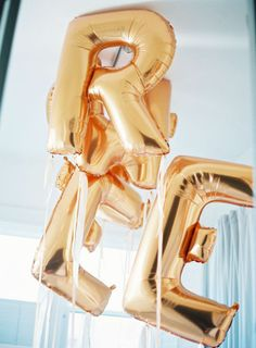 Inspired by This San Francisco Baby + Family Session – Loverly Number Balloons, Gold Balloons, Letter Balloons, Luv Letter, Glitter Projects, Twin First Birthday, Gatsby Party, Glitter Wedding, Gold Party