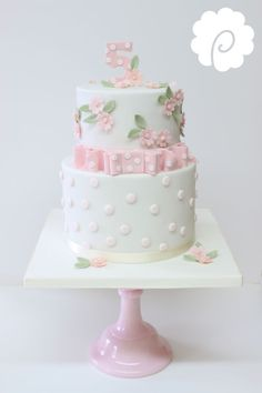 Ellas cake, I would take the bow off and use cut or plain crystal cake stand Girly Cakes, Cute Cakes, Pretty Cakes, Beautiful Cakes, Bolo Floral, Floral Cake, Fondant Cakes, Cupcake Cakes, Crystal Cake Stand