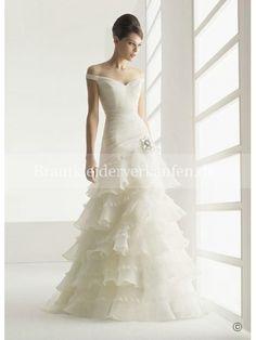 design brautkleid Herbst Off White Wedding Dresses, Sell Wedding Dress, Wedding Dress Trends, Elegant Wedding Dress, Ivory Wedding, Bridal Dresses, Wedding Gowns, Dresses 2013, Event Dresses