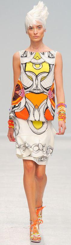 See all the Collection photos from Manish Arora Spring/Summer 2014 Ready-To-Wear now on British Vogue Pop Art Fashion, Fashion Moda, Fashion Week, Fashion Prints, Spring Fashion, High Fashion, Fashion Show, Paris Fashion, Classic Fashion