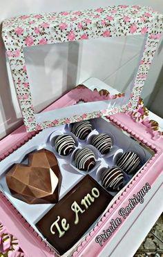 Hot Chocolate Gifts, Chocolate Covered Treats, Chocolate Dipped Strawberries, Chocolate Bomb, Chocolate Hearts, Chocolate Molds, Chocolate Desserts, Cake For Boyfriend, Pinata Cake