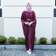 Hijab Fashion, Fashion Outfits, Womens Fashion, Kebaya Dress, Kaftans, Abayas, Normcore, Style Inspiration, Clothes For Women