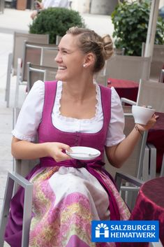 Oktoberfest Outfit, Dame, How To Wear, Beer, Outfits, Girls, Fashion, Hot Pink Tops, Silk