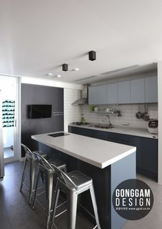 이미지 보기 : 네이버 카페 Small Kitchen Sink, Kitchen Dining, Grey Walls Living Room, Studio Interior, Interior Decorating, Interior Design, Stylish Kitchen, Duplex Floor Plans, Home And Living