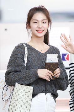 Kpop Girl Groups, Korean Girl Groups, Kpop Girls, Korean Girl Fashion, Perfect Boyfriend, Fandom, Airport Style, New Girl, Girls Generation