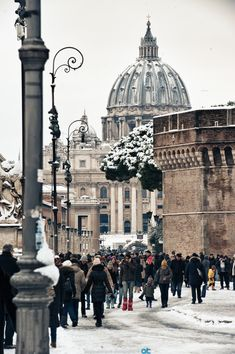 Roma innevata . Via della conciliazione, San Pietro