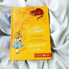Chegou hoje o tão esperado Alice no País das Maravilhas e Alice Através do Espelho da @editorazahar ! Meu primeiro livro da editora que sempre quis ter na estante é uma história que eu cresci ouvindo e sempre quis ler! No dia 27 de maio vai estrear o filme Alice Através do Espelho. Estou planejando uma leitura coletiva deste livro até lá. Quem tiver interesse em participar comenta!!! #zahar #alicenopaisdasmaravilhas #aliceinwonderland #livros #checkinvirtual #books #lovebooks #amorporlivros…