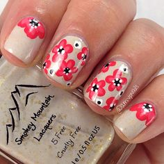 Lovely floral manicure #nailart #manicure #nails #naildesign #manicureideas #floralmanicure #nudenails #pinkflowers